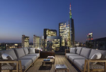 UE MilanoVerticale Milano rooftop nightview